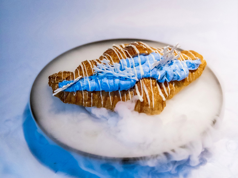 Croissant and phycocyanin cream filling
