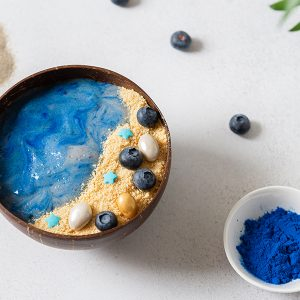 phycocyanin powder and blue spirulina smoothies